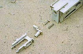 Детали затвора: 1 - затвор, 2 - досылатель (снижатель), 3 - боевая плита, 4 - ударник, 5 - пружина ударник