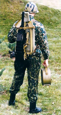 Автоматический гранатомет АГС-30 переносится одним солдатом