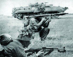 Гранатометчик Национальной Народной Армии ГДР с РПГ-7