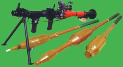 Ручной противотанковый гранатомет РПГ-7В1 с выстрелами (слева направо): ПГ-7ВЛ; ПГ-7ВР; ТБГ-7В