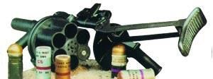 40-мм ручной гранатомет MGL 6 с боеприпасами к нему