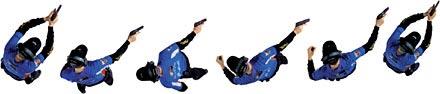При таком перемещении стрелку удобнее развернуться корпусом назад, оставляя сильную руку с пистолетом, направленным в сторону мишеней