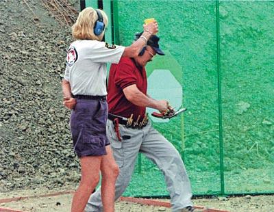 Джерри меняет обойму на револьвере. Чемпионат мира, Эквадор, 2005 г.
