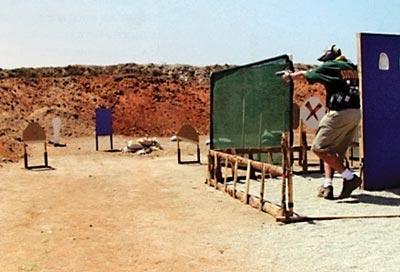 Стрелок поражает мишени в движении. Чемпионат мира, ЮАР, 2002 г.