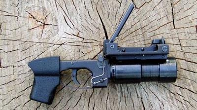 Подствольный гранатомет ГП-30 работы Максима Горбунова немного отличается от оригинала, а гранаты после выстрела в целях безопасности не взрываются, но искрят и дымятся