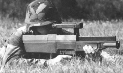 Американский солдат с винтовкой Heckler-Koch G11 ACR