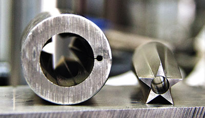 Пример работы современного станка с ЧПУ — такая заготовка получается за одну операцию.