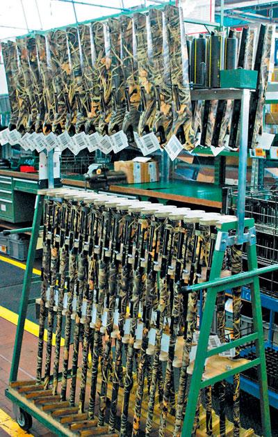 Через несколько минут отдельные модули в руках сборщика превратятся в новое ружье Vinci.