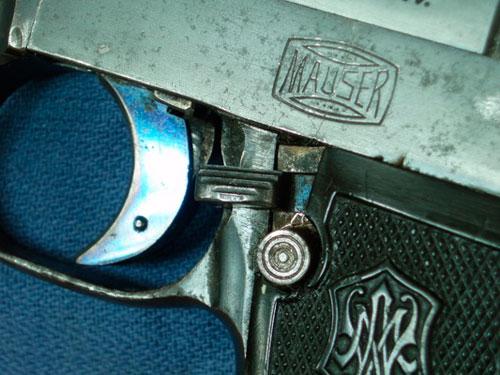 насыщенный синий цвет отпуска спускового крючка пистолета Маузера обр. 1910 года