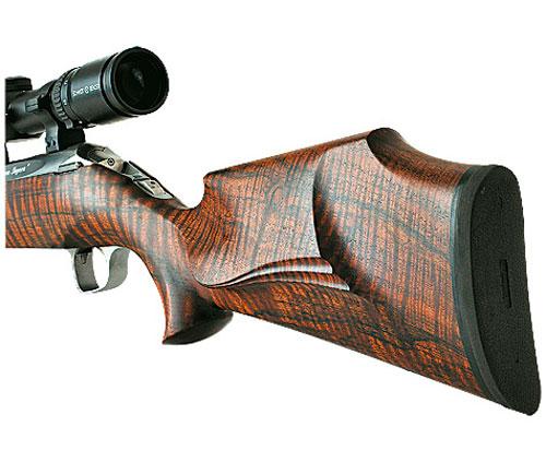 Современные охотничьи винтовки Атцл выпускает с ложами типа «монте-карло» из ореха, который выдерживался не менее двух лет.