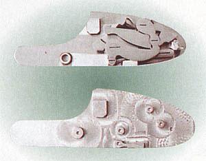 Боковая доска замка с монтажными штифтами,  выполненными за одно целое с доской фирмы «Фамарс» (Famars)
