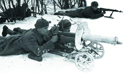 Пулеметный расчет станкового пулемета «Максим». Подмосковье. Зима 1941 г.