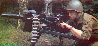 30-мм автоматический гранатомет АГС-17 со снаряженной патронной лентой на огневой позиции