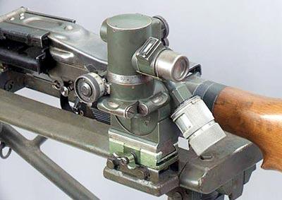 Германский 3-кратный пулеметный оптический прицел призматического типа MGZ.34 для стрельбы из единого пулемета MG.34 прямой наводкой по удаленным и плохо видимым целям (на дистанции до 2000 — 2500 м), а также для стрельбы с закрытых позиций прямой (до 3000 м) и непрямой наводкой (до 3500 м)
