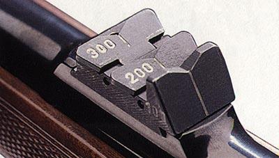 Откидной прицел на дальность стрельбы до 300 м