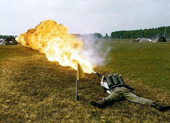 Стрельба из ранцевого огнемета ЛПО-50