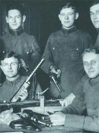 Модернизированный пистолет-пулемет «Бергман» МР.18.I в 1920-х годах состоял на вооружении полиции и рейхсвера