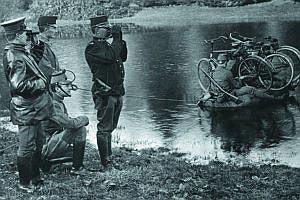 Бельгийский офицер, вооруженный револьвером Наган М 1886. Бельгия, начало 1900-х годов