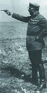 Нарком обороны СССР К.Е.Ворошилов ведет стрельбу из револьвера Наган обр. 1895 г., 1932 г.
