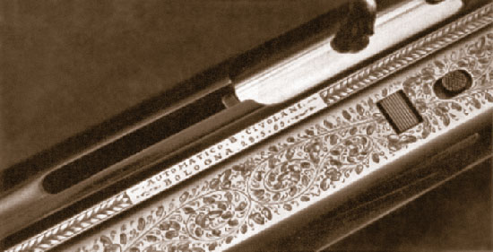 Сердцем механизма является мощная пружина, расположенная в остове затвора, которая обеспечивает полный цикл работы автоматики ружья