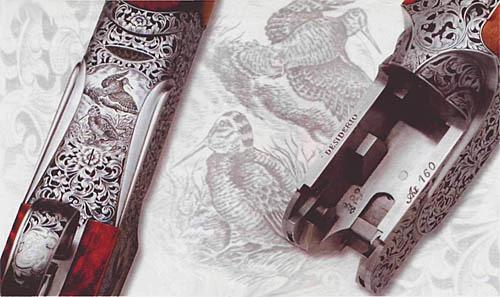 Ружье «ДЕСИДЕРИО». Слева – спусковая скоба и нижняя сторона колодки. Справа – «внутренности» колодки, хорошо видны полуоси, на которых поворачиваются стволы при открывании ружья. Основные элементы запирания и пазы для рычагов экстрактора.