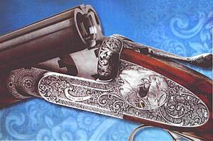 Ружье «ВЕНУС» в открытом состоянии. Виден складывающийся передний спуск. Золотая всечка на торце оси курка служит индикатором взведения курков. На этом ружье представлены почти все граверные приемы.