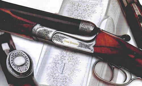 Штуцер «ДЕНИС ФОНТАНА». Цевье этого штуцера, выполненное в форме «бобрового хвоста» кажется гармоничным благодаря продольной декоративной пластине. В пистолетной рукоятке приклада за подпружиненной крышкой «прячется» маленький пенал. Штуцер «ДЕНИС ФОНТАНА» отличается очень мощной колодкой, внутри которой расположены замки.