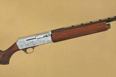 Гладкоствольная модель Browning 2000 с газоотводным механизмом