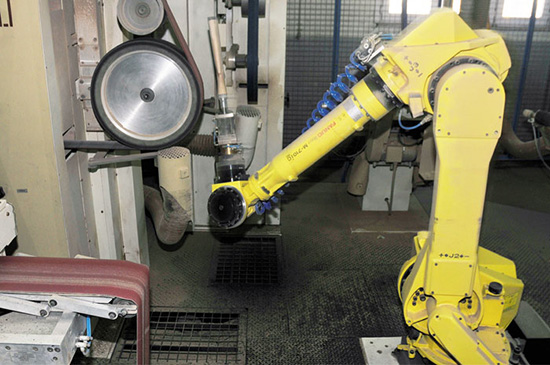 Робот, выполняющий финишную обработку деталей