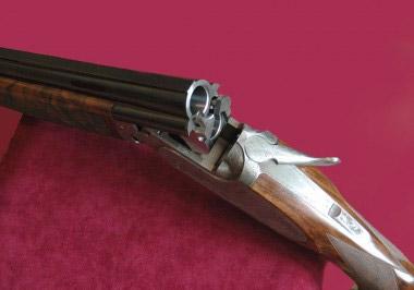 Система запирания блока стволов Вертикалка Perugini & Visini традиционна для итальянского ружья высокого класса