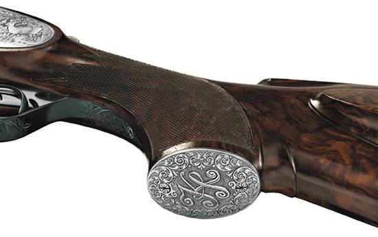 Гармоничная иизящная ручная гравировка существенно увеличивает  стоимость оружия, способствует повышению престижа фирмы ивладельца.  Нонакачество выстрела никак невлияет.