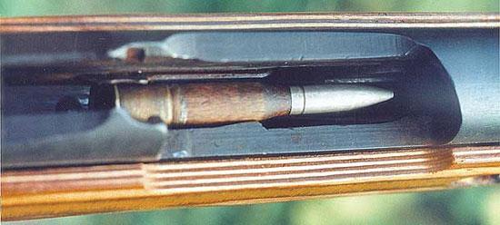 Учебный патрон образца ОСШ 1896/09 гг. в приёмнике винтовки