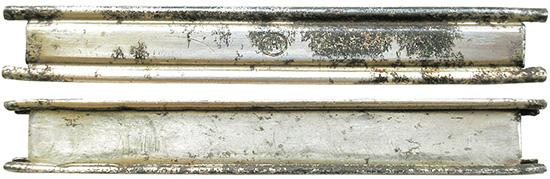 Стальная никелированная обойма для снаряжения пистолетов Steyr M.12. С  1911-го до конца 1930-х годов единственным производителем обойм была  компания Hirtenberger Patronenfabrik, маркировка которой состояла из  буквы Н в овале. После аннексии Австрии фабрика в Хиртенберге выпускала  обоймы для патронов 9х23 Steyr в 1939-м и 1940 гг. смаркировкой по  немецким стандартам, состоящей из кода производителя Р635 и последних  двух цифр года производства— 39 или 40. В 1941-м и 1943 г. немецкая  компания Albert Ackerman из г. Изерлона выпускала обоймы 9х23 Steyr  скодом производителя «hrl» для компании RWS