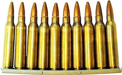 10-зарядная обойма с 5,56-мм винтовочными патронами М 193 к штурмовой винтовке М 16