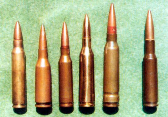 Слева направо: 5,56-мм автоматный патрон М193 (5,56×45), США; 5,6-мм  опытный автоматный патрон (5,6×39), СССР 1960-е гг.; 5,45-мм автоматный  патрон образца 1974 г. (5,45×39); 5,6-мм опытный автоматный патрон  (5,6×45), СССР 1960-е гг.; 6-мм опытный патрон (6×49) СССР 1980-е гг.;  6-мм опытный патрон (6×45) США 1970-е гг.