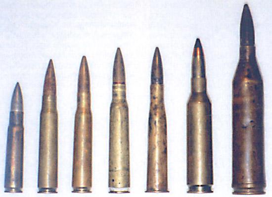 Крупнокалиберные патроны (слева направо): .50 Виккерс (12,7х81), под  этот патрон был сделан первый отечественный крупнокалиберный пулемет  П-5; 13,2х96 Гочкисс; .50 Кольт-Браунинг (12,7×99); 12,7мм ДШК  (12,7х108); 12.7 ШВАК (12,7x108R); 14,5×114; 14,5 мм БНС (14,5х147)