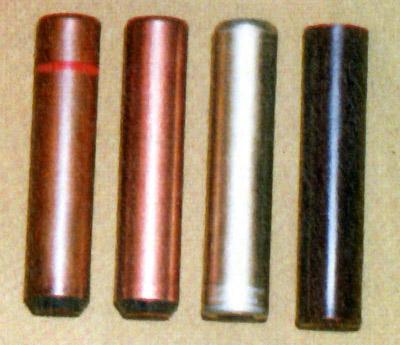 Слева направо: патрон «Фиалка» с жидкостью  раздражающего действия к ПСЖ «Жасмин»; патрон тренировочный к ПСЖ  «Жасмин»; патроны с металлической и пластиковой гильзами для «Удара»