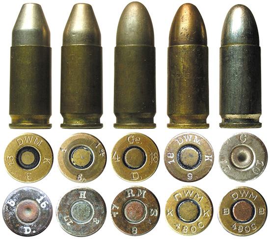 Германские «парабеллумы»: с цилиндроконической пулей Kegelstumpfgeschos,  с оживальной пулей Ogivalgeschoss, полностью никелированный учебный  патрон; образцы маркировки военных патронов периода ПМВ и коммерческих  патронов (DWM 480C) 1930-х годов выпуска