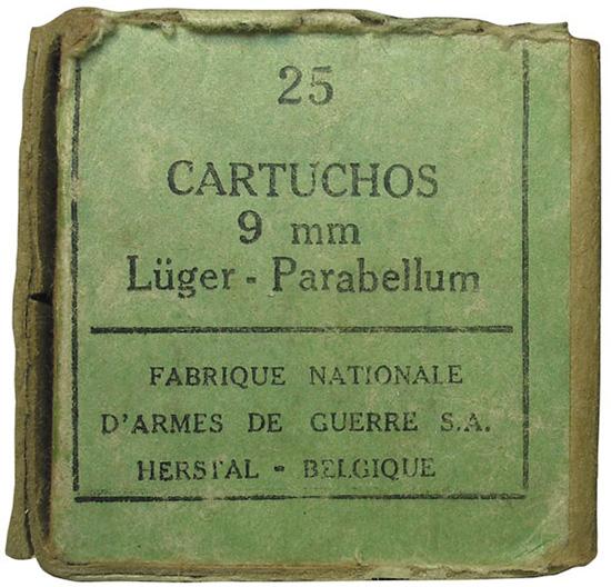 Патронная коробка и клейма патронов 9х19, изготовленные бельгийской  компанией Fabrique Nationale d'Armes de Guerre до и во время Второй  мировой войны
