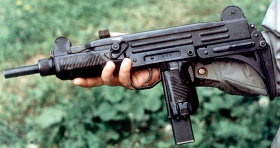 Внешний вид (сверху) и неполная разборка (снизу) пистолета-пулемета UZI