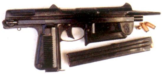 Польский пистолет-пулемет Wz63 сам по себе достаточно интересен, но его конструкция неоправданно сложная для надежной работы автоматики на патроне 9x18 мм ПМ. Низкий темп стрельбы и небольшой импульс отдачи патрона определяют высокую вероятность попадания при стрельбе