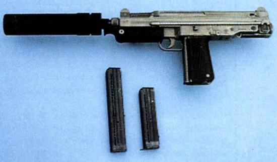 Польский пистолет-пулемет ПМ-84 с глушителем