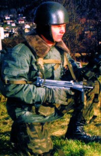 Польский десантник с 9-мм пистолетом-пулеметом PМ-84