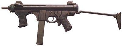 Пистолет-пулемет «Беретта» М.12S с откинутым металлическим прикладом и магазином емкостью 32 патрона