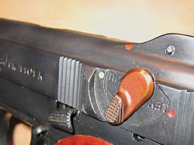 Флажок переводчика-предохранителя пистолета АПС