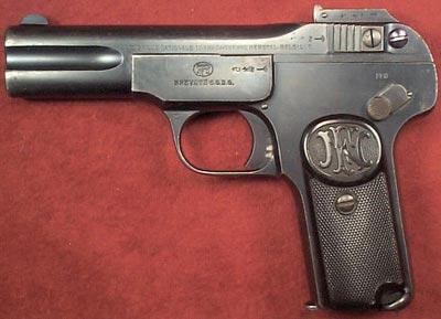 FN Browning 1900 был разработан инженерами фирмы FN в 1898 году на основе пистолета, представленного братьями Браунинг в 1897 году