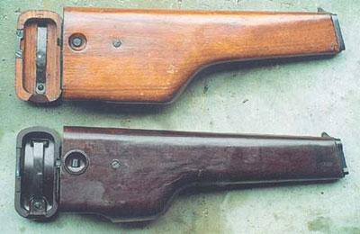 Пистолеты ранних выпусков комплектовались деревянной кобурой, которая вскоре была заменена на кобуру, изготовленную из пластмассы АГ-4