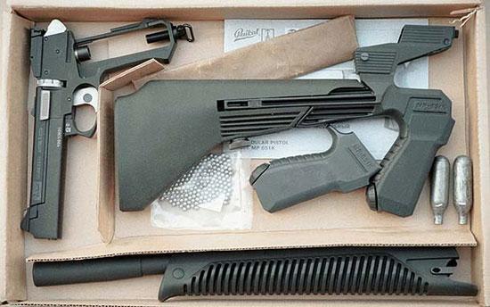 Приобретение такого комплекта сделает вас обладателем и пневматического пистолета и его модификации с цевьем и прикладом, которую логичнее всего отнести к карабинам