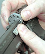 Для свинцовых пуль и для стальных шариков используются разные барабаны, входящие в комплект пистолета