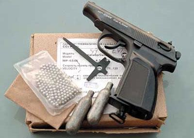 В комплект поставки пистолета входят баллончики, ключ-отвёртка и шарики